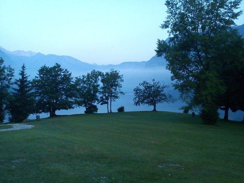 1_Jutro se prebuja nad jezerom