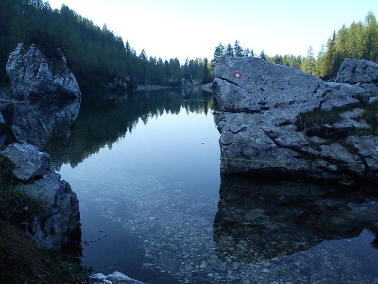 Jezero je zalilo pot