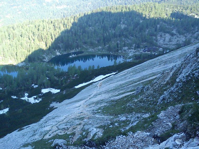 Koča pri Triglavskih jezerih še v senci