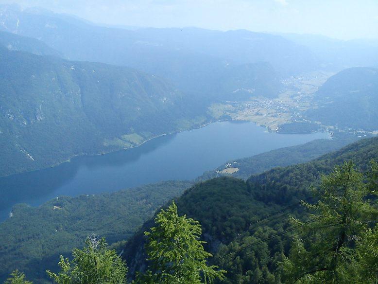 Pogled na Jezero z Vogla (Rjave skale)